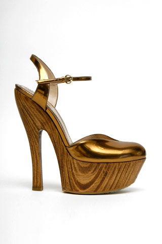gucci-metallic-leather-wooden-platform-clog