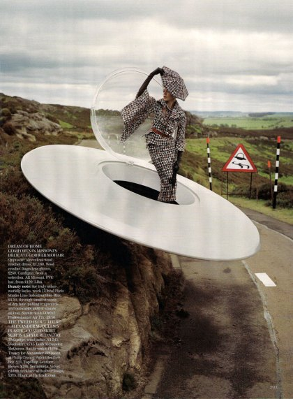 the-lady-who-fell-to-earth-by-tim-walker-for-vogue-uk-oct-09-1