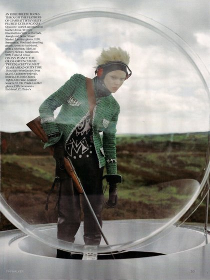 the-lady-who-fell-to-earth-by-tim-walker-for-vogue-uk-oct-09-4