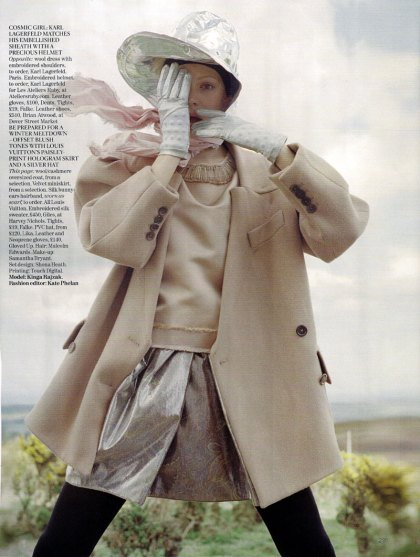 the-lady-who-fell-to-earth-by-tim-walker-for-vogue-uk-oct-09-5